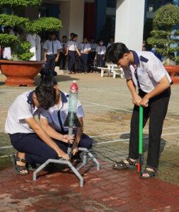 Hội thi làm và bắn tên lửa nước